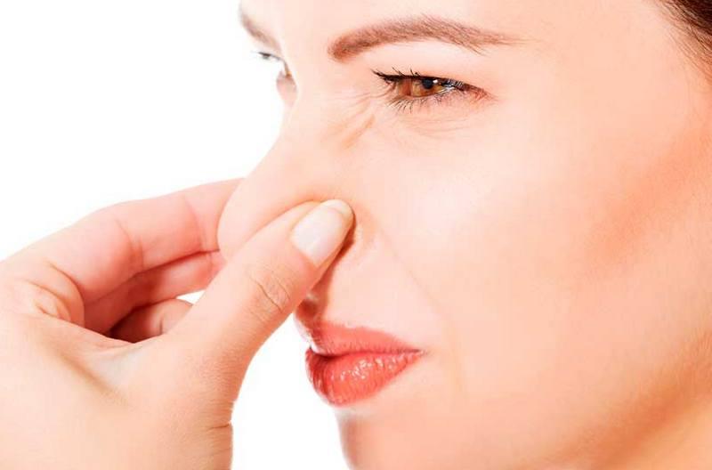 Запах при месячных: почему неприятно пахнет, причины